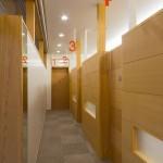03診察室前廊下_R